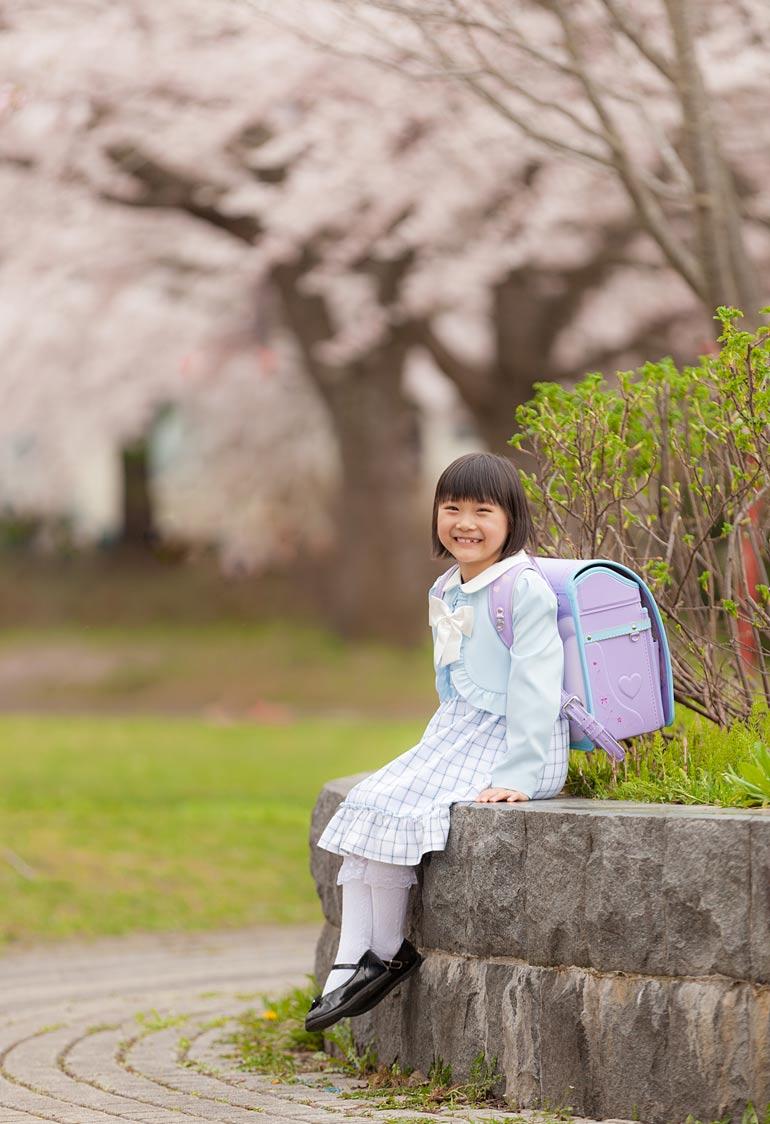 入学-外の桜で撮影