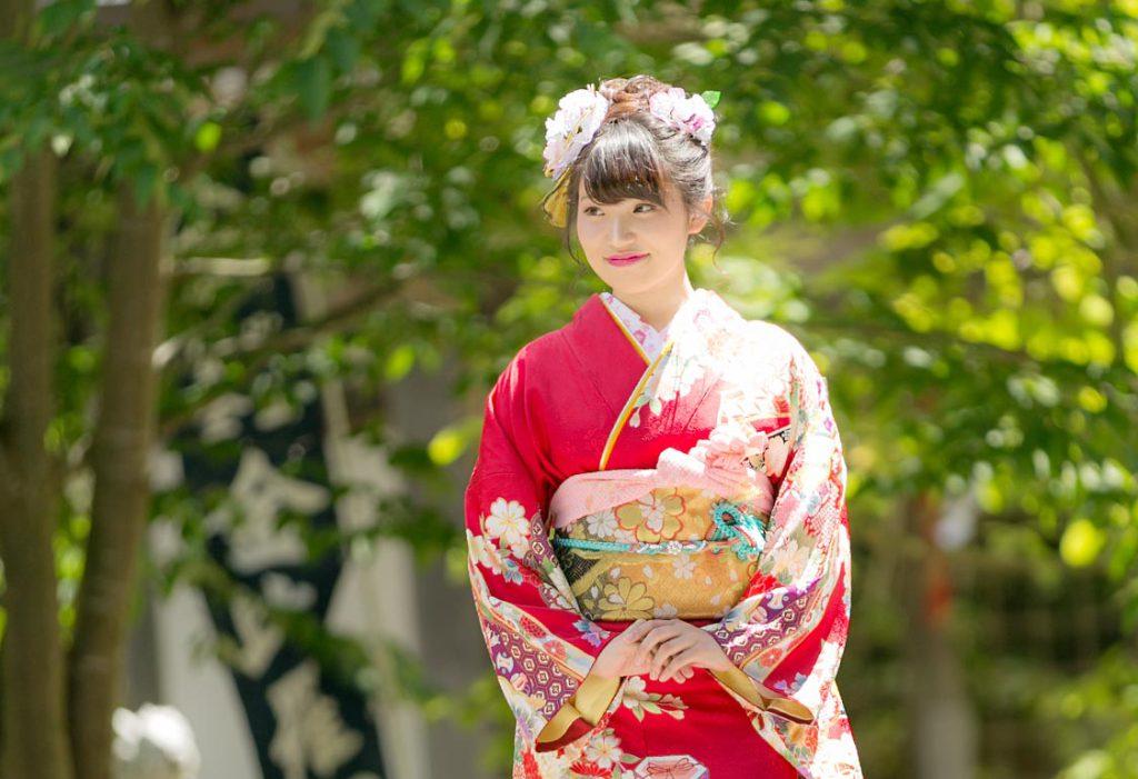 成人-神社で撮影