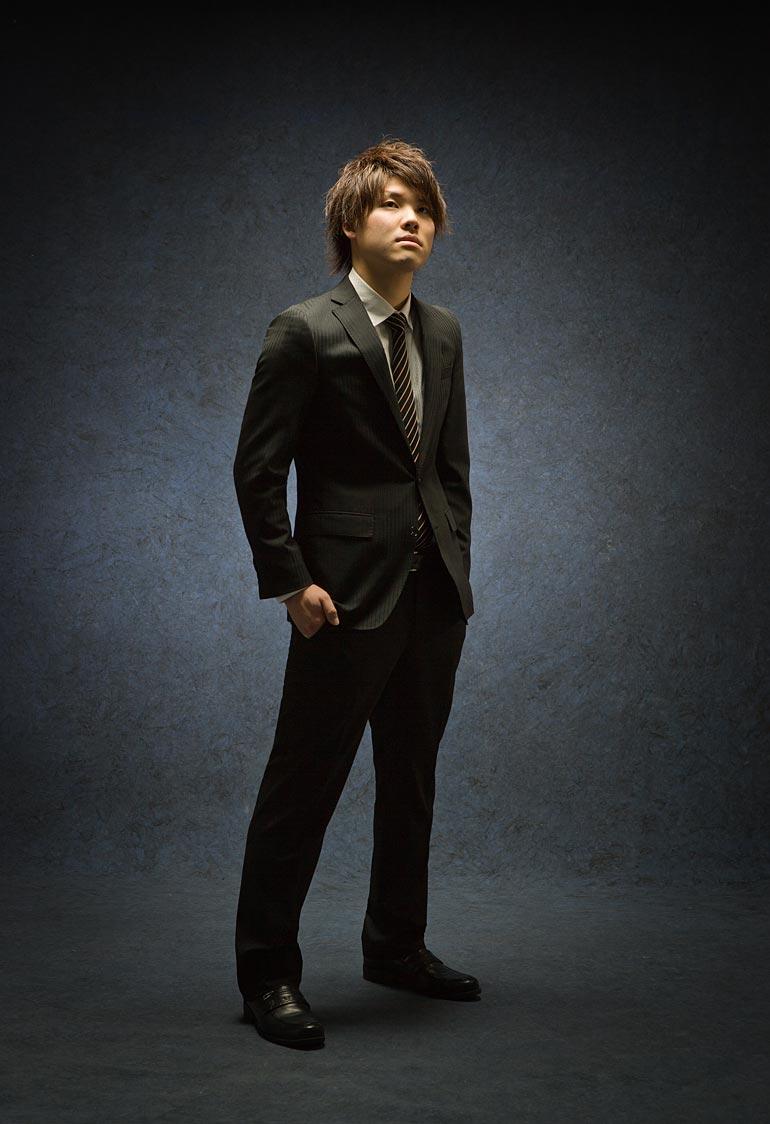 スーツの男性-成人撮影